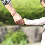 手を繋ぐと伝わること ~人の繋がりは、手を繋ぐこと。感性がお互いの心を近づけます。