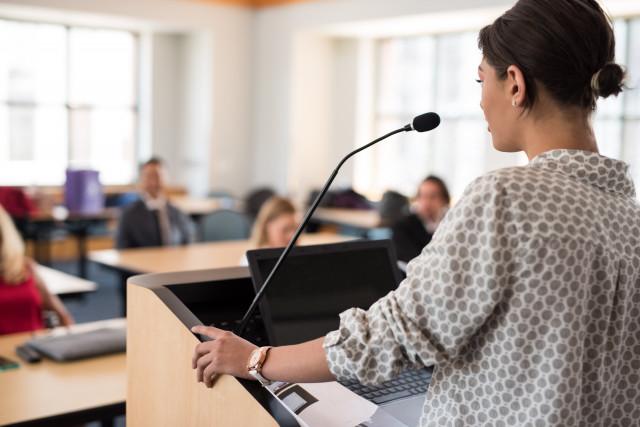 講演やセミナーはライブ。パソコンでメモを取るより、話を浴びて感性で記憶しよう